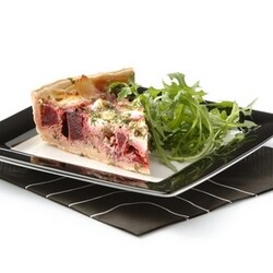 Savoury tart with beetroot and goat's cheese